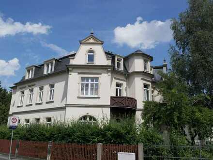 Schöne 2 Zimmerwohnung im Mansardgeschoss in denkmalgeschützter Villa