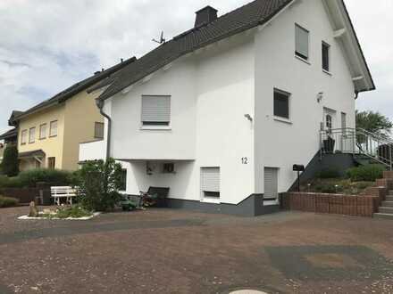 Gepflegtes Einfamilienhaus mit fünf Zimmern und großem Garten in Berndroth