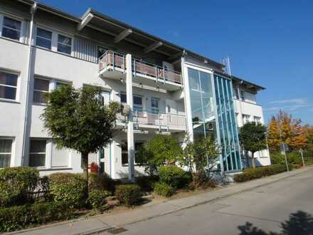 Vollständig renovierte Wohnung mit drei Zimmern, Küche, Bad sowie Balkon und EBK in Kaufbeuren