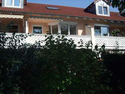 3-Zimmer Wohnung über zwei Ebenen mit zwei Bädern, Balkon, Stellplatz