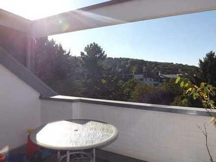 Wunderschöne, vollständig renovierte 2,5-Zimmer-DG-Wohnung mit Balkon u. Stellplatz in BN-Kessenich
