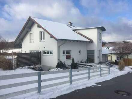 Modernes Haus mit unverbauter Aussicht