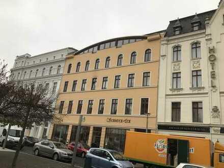 Ruhige Einraumwohnung im Stadtkern von Görlitz mit offener Küche und Balkon, sowie Bad mit Wanne!