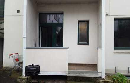 4-Zimmer-Hochparterre-Wohnung mit Balkon in Hannover Linden WG geeignet