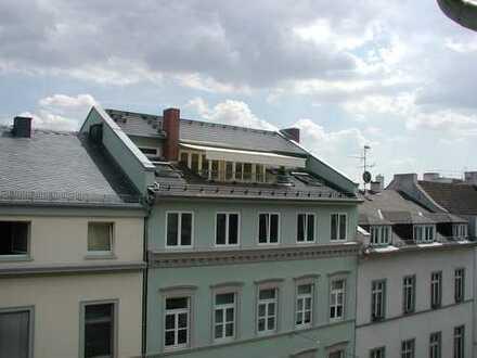 Extravagante Wohnung über den Dächern Wiesbadens