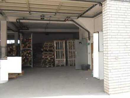 Lagerhalle mit Rolltor sowie Magazin im OG. Die Anmietung von Zusatzfläche im OG ist möglich.
