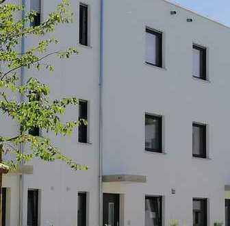 Schönes, geräumiges RMH mit vier Zimmern in Darmstadt-West