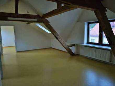Neuwertige 3-Zimmer-Dachgeschosswohnung mit Einbauküche in Waldshut-Tiengen