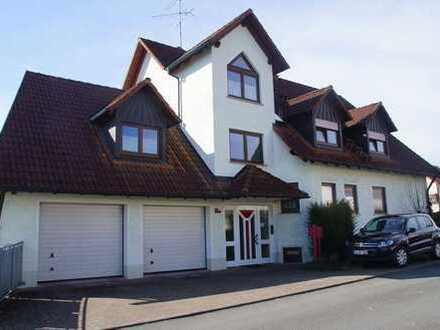Schöne 2,5-Zimmer-Maisonette-Wohnung mit Balkon in Erlangen-Dechsendorf