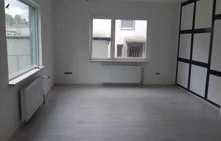 Erstbezug nach Sanierung mit Balkon: ansprechende 3-Zimmer-EG-Wohnung in Dortmund