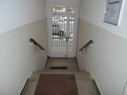 Bes. 24. April um 17.30 Uhr...... komplett sanierte, großzügige 2,5 Zimmerwohnung mit Balkon