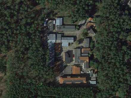 Gewerbegrundstück mit 13 Gebäuden auf 8.522 m2 Fläche