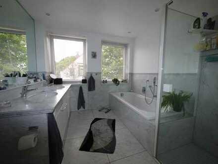 Großzügige citynahe Wohnung mit schönem Marmorbad