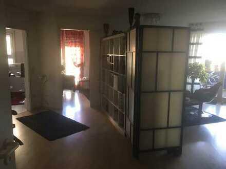Gepflegte 4-Raum-Wohnung mit Balkon und Einbauküche in Karlsruhe