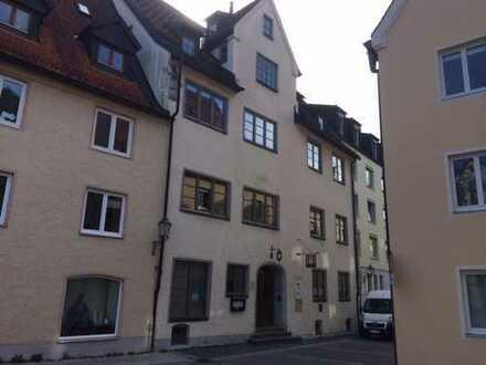 Büroräume im denkmalgeschützten Haus mitten in der Altstadt nahe Rathaus