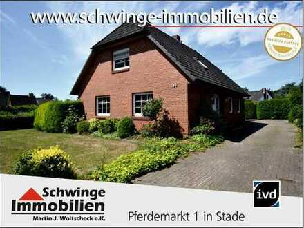 SCHWINGE IMMOBILIEN Stade: Wohnhaus mit Ausbaureserve in ruhiger Lage zu verkaufen.