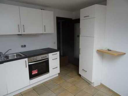 Modernisierte 2-Zimmer-DG-Wohnung mit Balkon und EBK in Gemünd