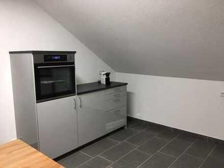 Vollständig renovierte 3,5-Zimmer-DG-Wohnung mit Balkon und EBK in Backnang