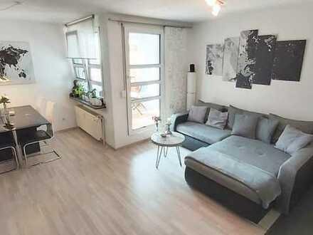 Vollständig renovierte 2.Zimmer-Wohnung mit Balkon, TG-Platz und EBK *provisionsfrei*
