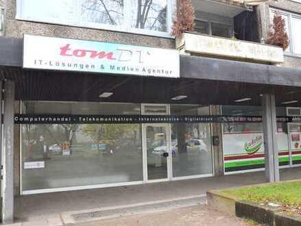 Ladenlokal mit großer Schaufensterfront in einer Ladenpassage