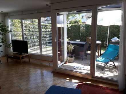 Lichtdurchflutete Doppelhaushälfte mit fünf Zimmern und EBK in Tübingen - Pfrondorf