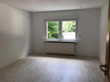 Schöne , helle und neu renovierte 3,5 Zimmer Wohnung mit Gartenmitnutzung