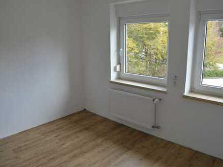 Zentral gelegene, helle, neurenovierte 2 Zimmer Wohnung mit Hobbyraum u.v.m.