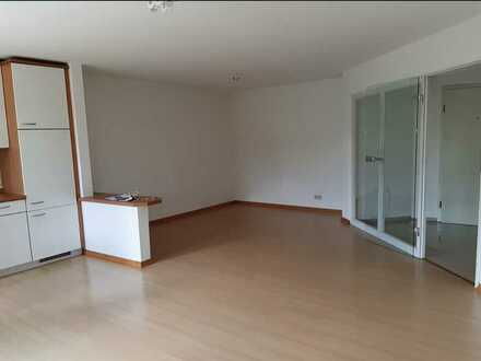 2 Zimmer gepflegt & gemütlich - Balkon, Bad & Wanne - EBK - an Nichtraucher