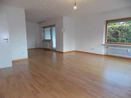 Schöne 1-2 Zimmerwohnung mit direktem Zugang ins Grüne - Wintergarten inklusive!