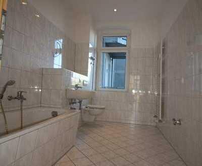 Einbauküche möglich ruhige Lage mit Balkon Bad mit Fenster, Parkplätze in der Nähe