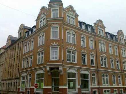 Wohnung+Gewerbe-Kombination mit Balkon: sanierte, preiswerte, geräumige 2,5-Zimmer-EG-Whg. in Plauen