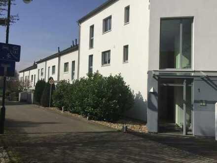 Moderne 3-Zimmer-Wohnung mit Terrasse, Garten und Tiefgarage