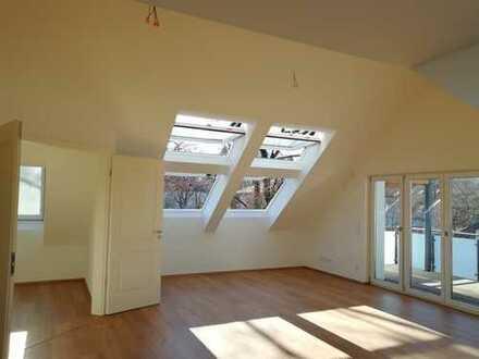 Traumhafte Neubau-Dachgeschoss-Wohnung Erstbezug in Obermenzing, München