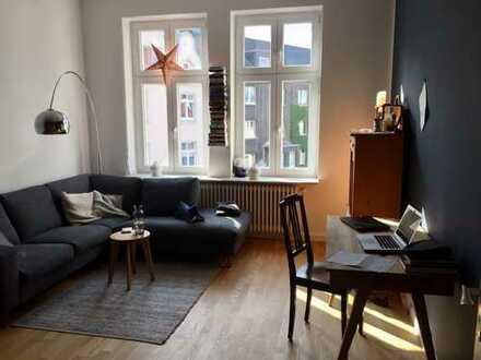 Sanierte, sehr hochwertige 3-Zimmer-Altbauwohnung mit Balkon und EBK im Klinikviertel