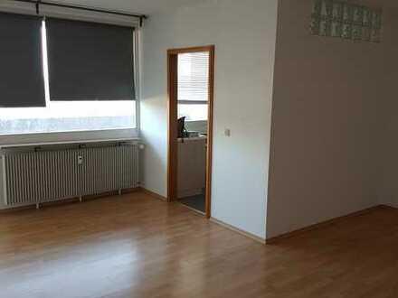 Gepflegte 1,5-Raum-Wohnung mit Balko, Einbauküche, Waschmaschine in Schweinfurt