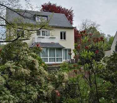 4 Raum Wohnung mit großem Garten, Balkon und Kamin
