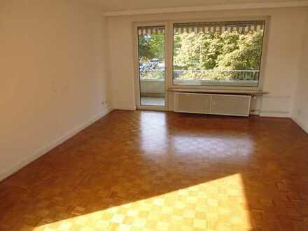 Freundliche helle 3-Zimmer-Wohnung mit Balkon in Sasel, Hamburg