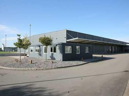 Produktions- und Lagerhalle inkl. Bürogebäude und 26.000 m² Freifläche