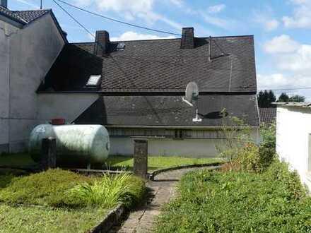 """Grundstück mit """"Rohbau"""" in ruhiger Lage von Frickhofen"""