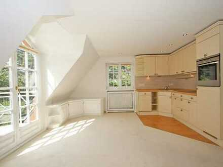 Charmante Dachgeschosswohnung mit Balkon