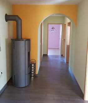 Schöne helle 3 Zimmer Wohnung mit Terrasse und Balkon