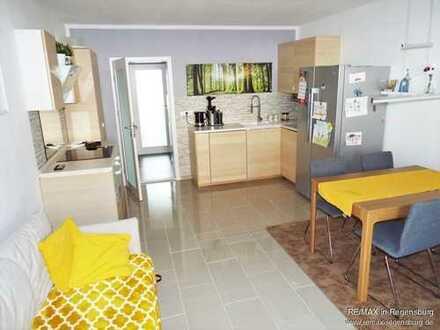 Sehr helle, wunderschöne 2,5 Zimmer Wohnung mit großem Balkon im Zentrum von Neufahrn
