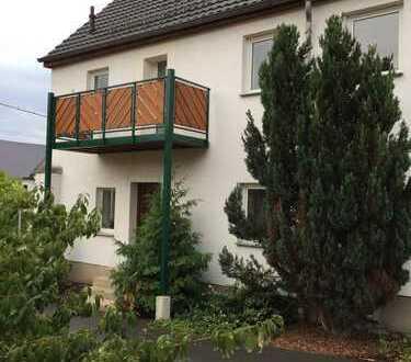 Doppelhaushälfte mit Kamin, großem Garten und Garage