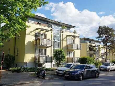 Helle und ruhige 2-Zimmer-Dachgeschosswohnung mit 2 Balkonen und Aufzug ~ FaNe GmbH