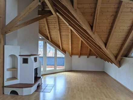 Schöne 2-Zimmer Wohnung mit ca. 80 m² im Dachgeschoss mit Balkon in zentrumsnaher Lage von Ebersb...