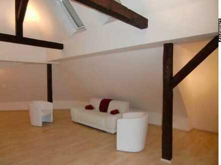 Schöne Dachgeschoss-Wohnung für Individualisten!