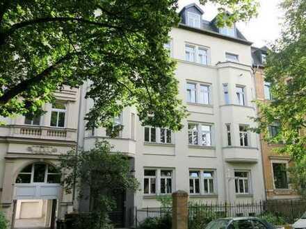 Schöne großzügige 5 Zi-EG-Wohnung mit Laminat, großzügige Wohnküche und Wannenbad im Paulusviertel