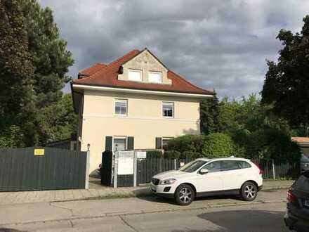 PROVISIONSFREI! 2-Zimmer-Dachgeschosswohnung in zentraler Lage in Planegg