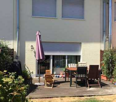 Schönes Reihenmittelhaus mit fünf Zimmern in Lechenich