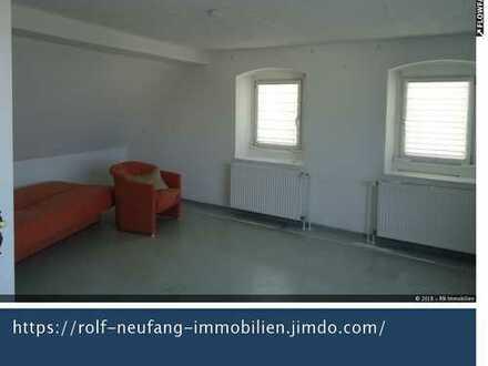 Gut geschnittene 4 ZKB Wohnung im DG mit Balkon